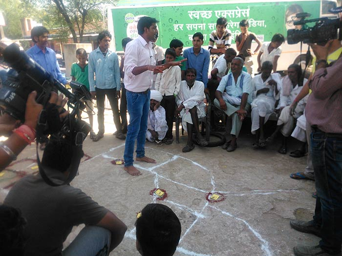Dausa India  city images : Swachh India's volunteer in Dausa, Rajasthan teaching people about the ...